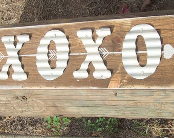 XOXO Decorative Signs Love Hugs and Kisses, XOXO Sign distressed wood, Valentine's Day Gift, XOXO wall art