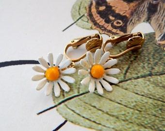 Vintage Enamel Flower Earrings, Enamel Daisy Earrings Clip-Ons, White and Yellow Enamel Daisies Flower Clip-Ons, Estate Jewelry