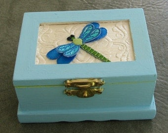 Wooden Mini Box for Treasures or Gifts-Dragonflywith Glitter Wings-Box Blue/Green/Pearl Cream