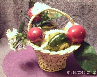 BASKET with SOAP and APPLES