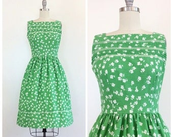 70s does 50s Green and White Cotton Floral Day Dress / 1970s does 1950s Vintage Fit and Flare Sun Dress With Pockets / Small / Size 4