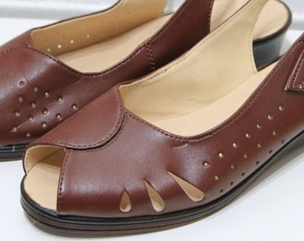 Vintage 1960s Italian Brown Leather Peep toe Heels with gorgeous cut out detail and adjustable sling back straps - MODA ITALIA