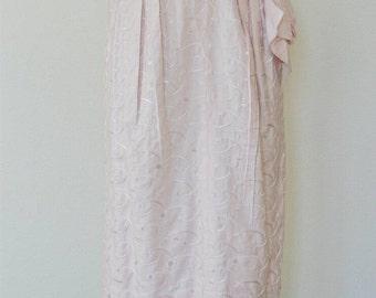 1950's Pearl // Eyelet Wiggle Dress // M-L