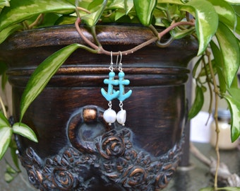 Turquoise anchors and freshwater pearls earrings
