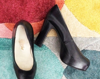 AMAZING Vintage SHELLYS black leather platform shoes UK4