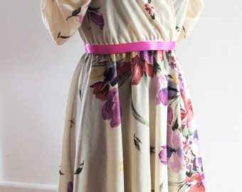Pretty Vintage 1980s Puff Sleeve Summer Dress