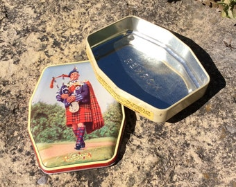 Vintage Horner Toffee Tin, The Queens Piper, Scottish Bagpiper, Made in England,  Collectable Tins, Mancave, Bookshelf Decor, Mid Century