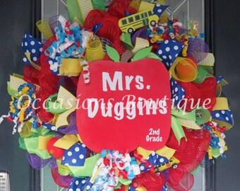 Teacher Wreath, Teacher door hanger, Classroom Door Hanger, Classroom decoration, Teacher Gift, Back to School, Personalized Wreath