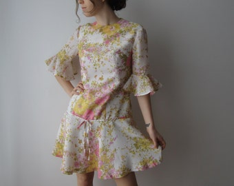 60s 70s Summer Dress Hippie Girls Dress Flowers Print 3/4 Sleeve Vintage Romantic Mini Dress Small to Medium Size