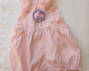 Vintage baby pink gingham ruffle romper/onesie/bodysuit with train motif. Size 00/0.