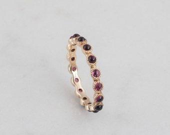 Glowing Garnet Eternity Ring, Gold ring, Cabochon gemstone, 14K, 18K, Rose Gold, Anniversary ring, January birthstone, Dark Red, Magentae