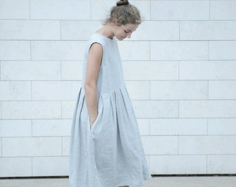 Loose and long pleated linen dress with side pockets in Black/White/Blue/Grey colours. From washed linen.