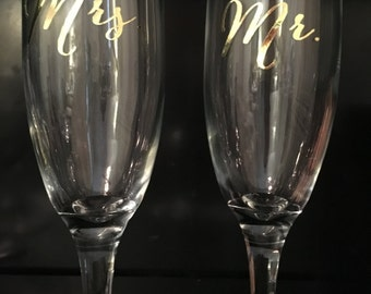 Mr. and Mrs. wedding toast champagne flutes. Elegant glasses for that first toast on your special day! Lettering in beautiful gold vinyl.