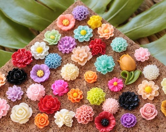 Small Mixed Flower Thumbtacks, Eclectic Mix Wild Flower Pushpin, Large Variety Floral Push Pin Set, Pretty Flower Pushpins, Cute Flower Tack