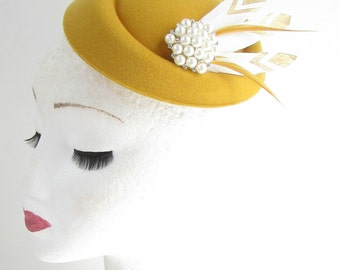 Mustard Gold White Feather Pillbox Fascinator Hat Races Vtg Yellow 40s Hair 552
