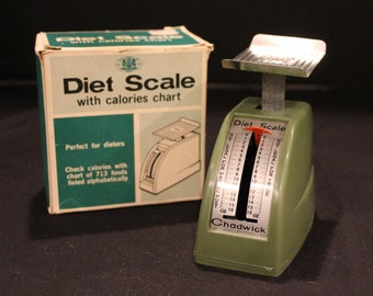 Vintage 1969 Chadwick-Miller Diet Scale, Avocado Green, Original Box, 0 to 16 oz. , Food Scale, Tin and plastic. (K090)