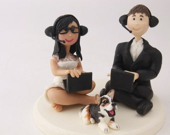 Small Wedding cake topper or centerpiece. Gamer couple - Gamer family. Handmade. Fully customizable.