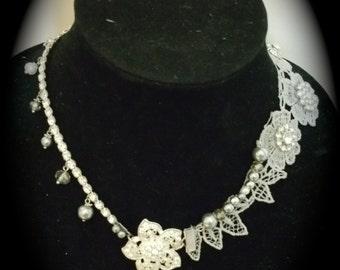 Elegant Vintage Style Lace and Rhinestone Necklace