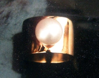 Pearl Ring Gold Large Pearl Ring Gold Barrel Ring Cultured Real Pearl Unique Pearl Ring Rose Gold Pearl Statement Ring Custom Pearl Ring