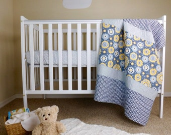 Baby quilt, yellow and grey crib Quilt, gender neutral crib bedding, neutral baby gift, neutral crib quilt, Yellow and grey baby bedding.