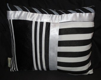Black and White Cushion made with recycled fabric– Duo