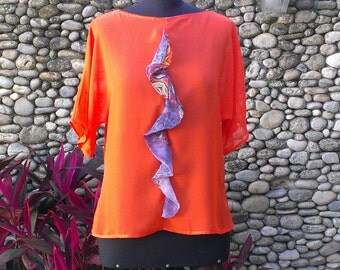 Blouse in orange Chiffon with raglan sleeve ornamented with multicolor ruffles