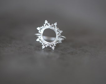 La Dentelle Sun ring. silver band. star ring. lace band.