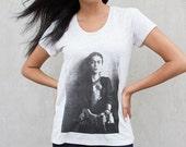 Frida's Got A Gun - Frida Kahlo T-shirt - Grey Women's Top - Feminist Tee - Frida Kahlo Photo Shirt - Artist Tee - Frida Kahlo Tunic
