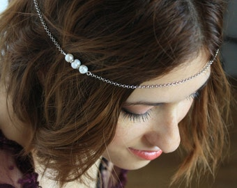 Bijoux de tête mariée délicate chaîne ivoire véritable culture perles, casque de demoiselle d'honneur, chaîne de bijoux de cheveux, diadème de chaîne, perle halo
