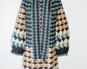 Stunning graphical dress in fine sheer wool, from Malmo Sweden. Seventies dress. EU 40