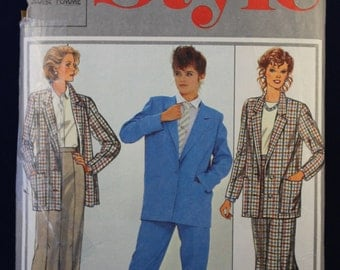 Sewing Pattern for a Woman's Skirt & Trouser Suit in Sizes 10-14 - Style 4297