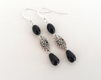 Black onyx earrings, drop silver earrings, onyx gemstone drop silver earrings. Black dangle earrings, silver floral earings. Sterling silver