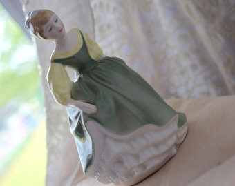 "Royal Doulton's Porcelain ""Fair Maiden"" Figurine HN2211 c1966"