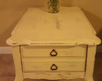 VINTAGE DISTRESSED NIGHTSTAND