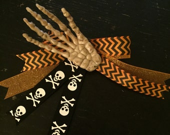Creepy skeleton hand now