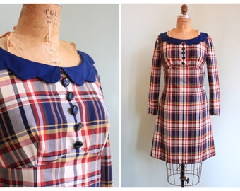 Vintage 1970s Scalloped Collar Plaid Dress | Size Medium