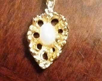 Vintage Gold Plated Leaf Like Necklace Pendant With Simulated Pearl Center