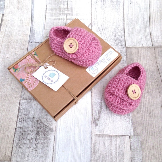 Pink booties, crocheted booties , pink shoes, photo prop baby shower, baby loafers ,newborn 0-3 3-6 pink crib boots baby shoes gift present