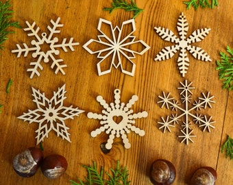 Set of 6 wood snowflakes / Christmas ornament / Wooden snowflakes / Natural Decoration