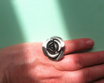 Beautiful rose ring adjustable flower ring 1970s