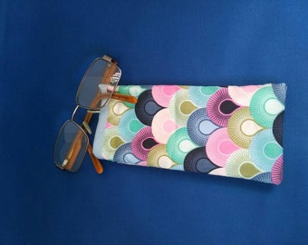 Spectacle Case in a Retro pattern, lined and padded.
