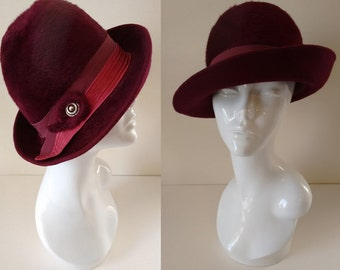 Vintage 60's Plum Purple Red Felt Bowler Cloche Fedora Hat with Grosgrain Bow Detail made by Fisher Size Small Medium