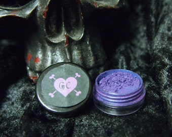 Purple eye shadow- natural, vegan and cruelty-free mineral eyeshadow.