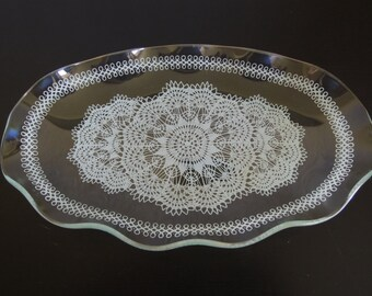Vintage 60s Doily Design Wavy Oval Plate with Gold trim / Small tray /