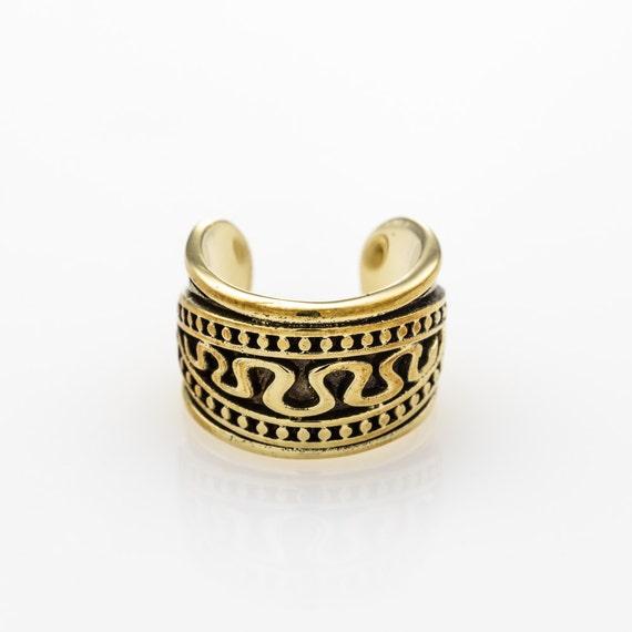 Beautiful brass ear cuff. Tribal, ethnic, bohemian design. Can be worn as an ear cuff for the cartilage.