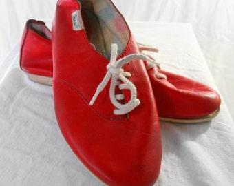 Vintage red Bass lace flats Sz. 6