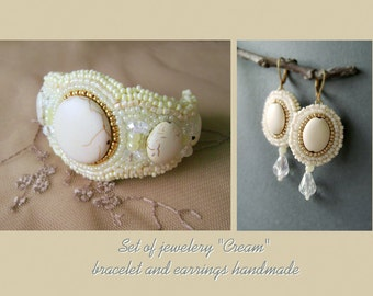 """Set of jewelery """"Cream"""" bracelet and earrings handmade. Dangle earrings and  Bracelet for a special event or wedding."""