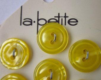 """7 Vintage Buttons, La Petite 11/20"""" Lemon Yellow Plastic Wavy Top, on Original Card"""