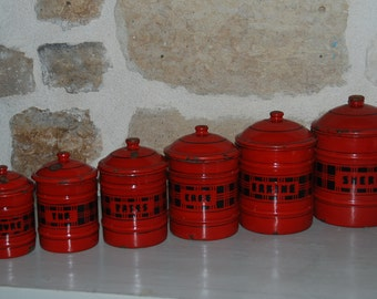 Set of 6 vintage French tin canisters in red enamel tole with their lids, art deco letters and decor. Kitchenalia.