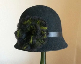1920's vintage style Cloche Felt hat with Flower